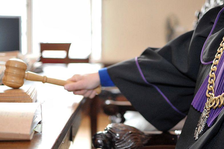 Po decyzji sądu prokuratura musiała zająć się sprawą wpisu radnego PiS