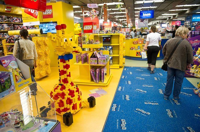 Świadczenia 500 zł na dziecko zwiększają sprzedaż w sklepach.