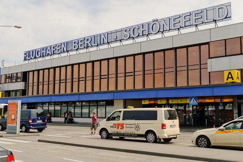 Berlin. Bomba na lotnisku. Port lotniczy Berlin-Schönefeld zamknięty