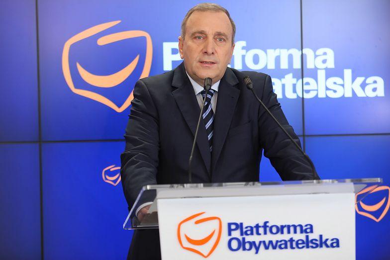 Grzegorz Schetyna chce, by nagrody ministrowie zwrócili do budżetu