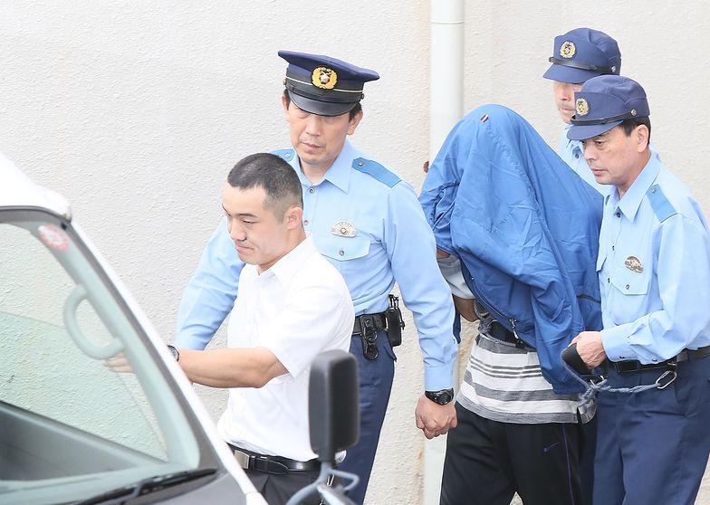 Japonia, Tokio. Satoshi Uematsu prowadzony przez policję.