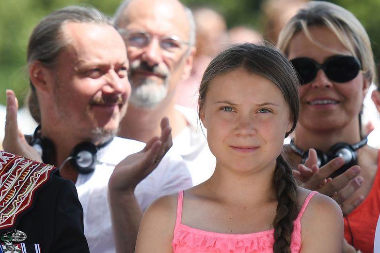 Greta Thunberg z rodzicami - matką Malene Ernman (po prawej) i ojcem Svante Thunbergiem (po lewej).