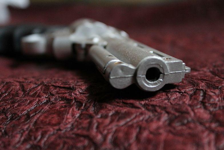 Dziecko strzeliło z pistoletu w Ikei. Znalazło go na kanapie