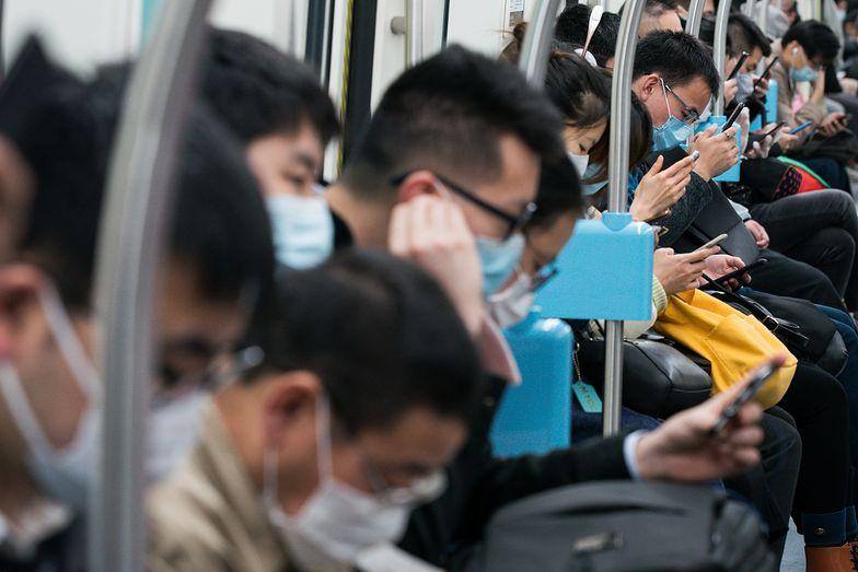 """Media udostępniały fake newsa. Chińczycy wcale nie """"zgubili"""" 21 milionów użytkowników smartfonów"""