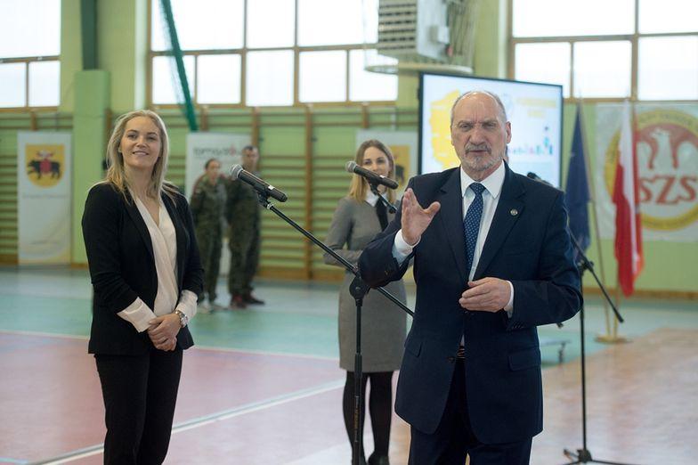Macierewicz i Figurska promują... samoobronę dla kobiet