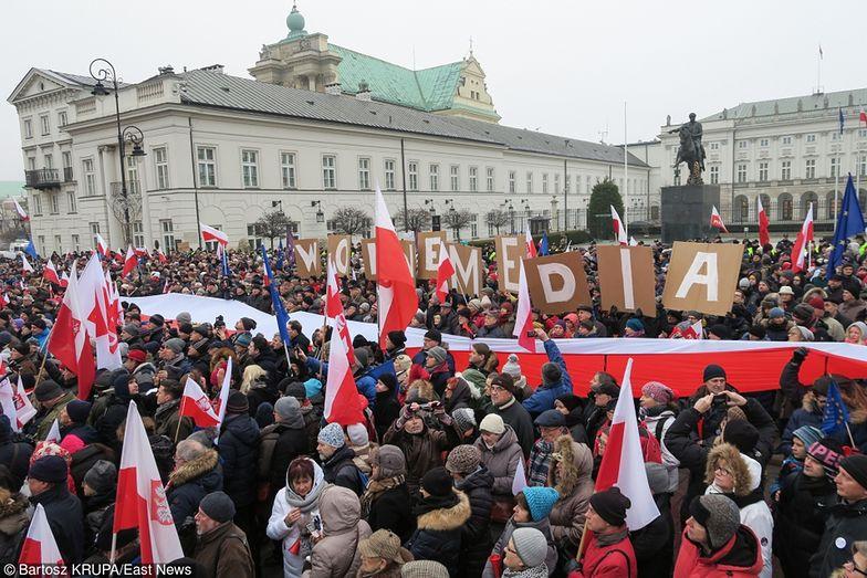 Protesty w obronie wolnych mediów w Warszawie