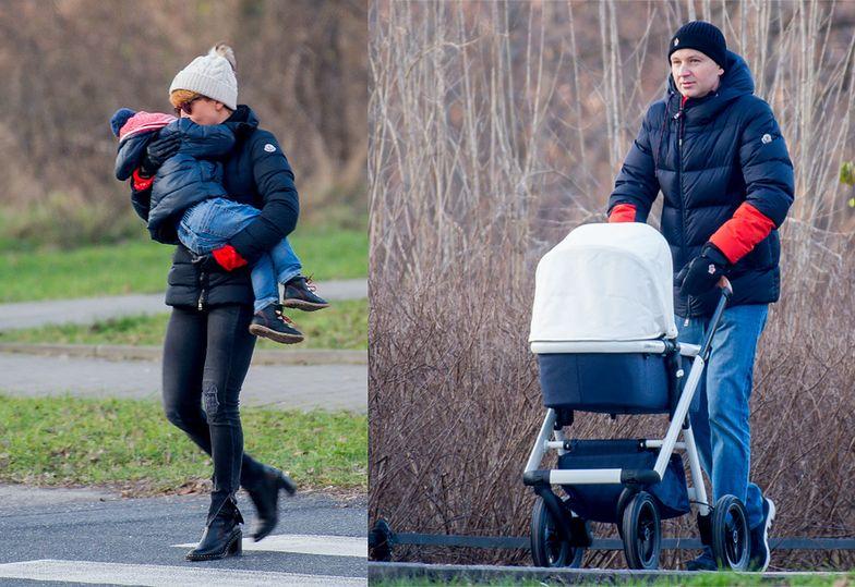 Zielińska z miesięcznym synkiem i resztą rodziny na zimowym spacerze