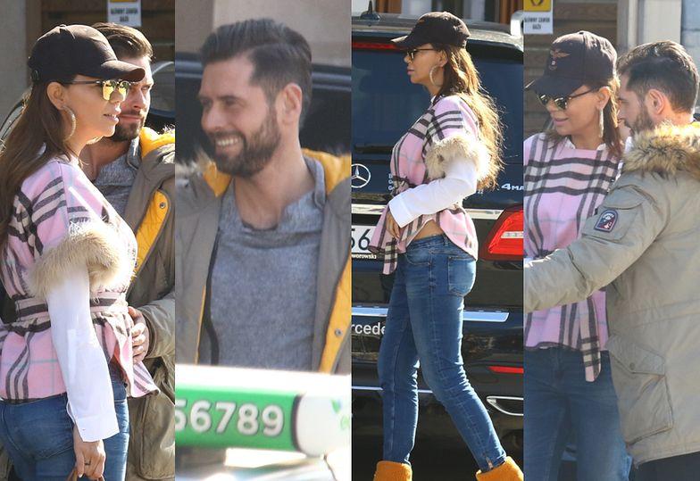 Edyta Górniak i jej nowy chłopak odjeżdżają spod hotelu drogim samochodem