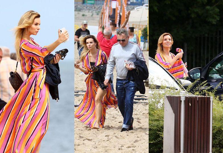 Bosa Izabela Janachowska robi sobie selfie na plaży, po czym wsiada do czarnego Bentleya