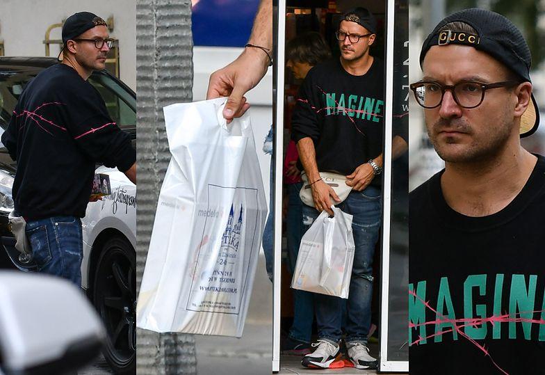 Świeżo upieczony tata Piotr Stramowski kupuje w aptece laktator dla żony
