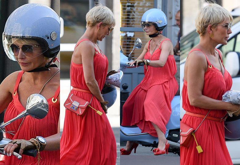Elegancka Joanna Racewicz w szpilkach mknie na skuterze