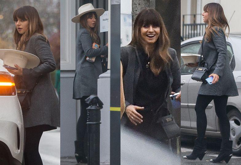 """""""Luksusowa"""" Anna Lewandowska w kremowym kapeluszu załatwia """"sprawunki na mieście"""""""