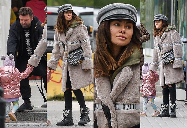 Odpicowana Natalia Siwiec z torebką Diora za 16 tysięcy na jesiennym spacerze z córką