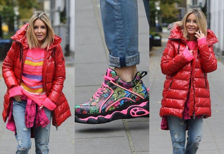 Kolorowa Małgorzata Rozenek w dziwacznych butach kupuje warzywa i owoce