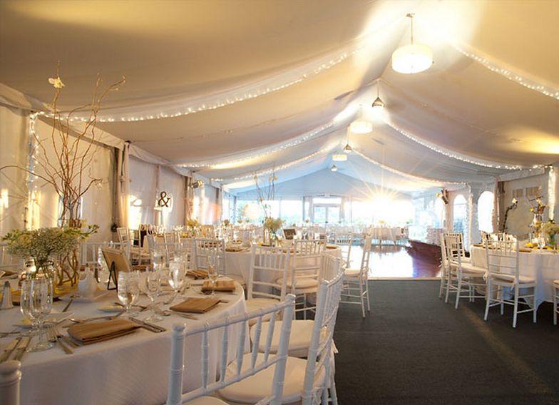 Część wesel anulowano, inne przeniesiono na przyszły rok.