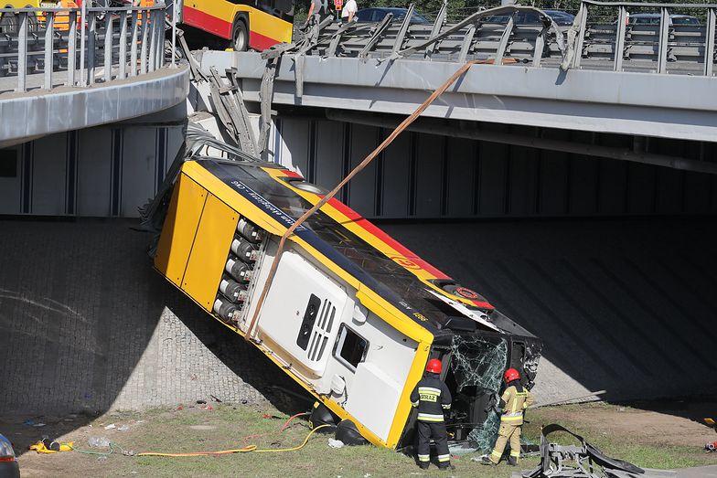 """Wypadek autobusu w Warszawie. Kierowca zeznał, że """"urwał mu się film"""""""