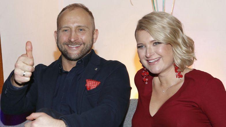 """Borys Szyc i Justyna Nagłowska pochwalili się zdjęciem synka: """"Tylko on daje nam nadzieję, że kiedyś BĘDZIE JESZCZE NORMALNIE"""" (FOTO)"""