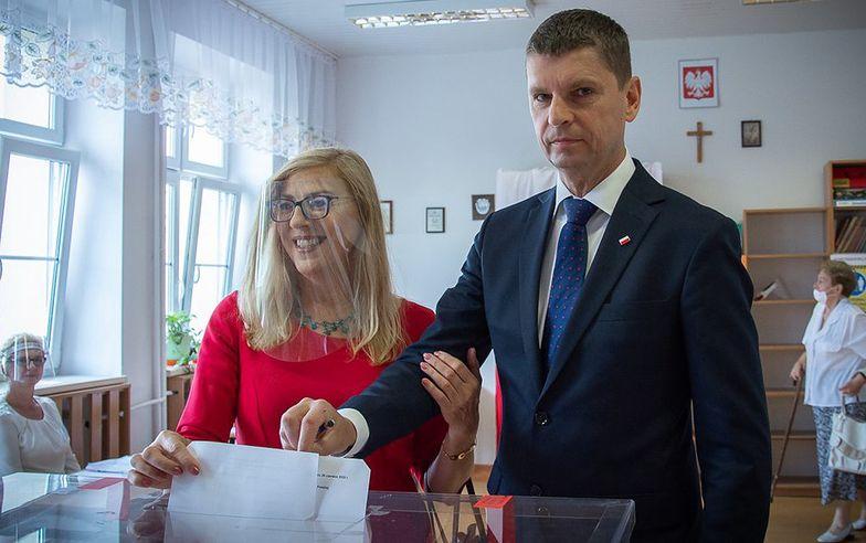 Piontkowski głosował bez maseczki. To oburzyło internautów