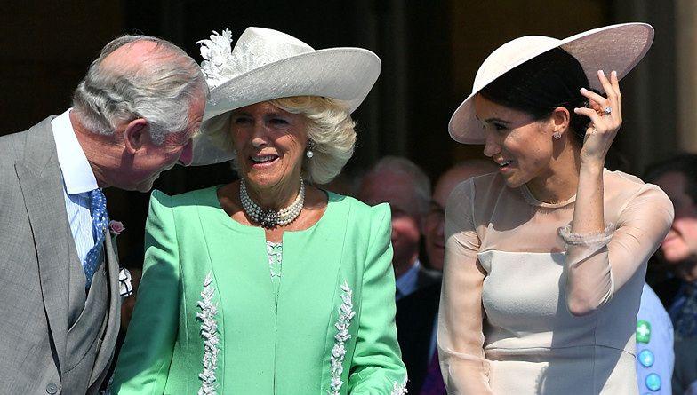 """Książę Karol był dla Meghan Markle jak """"DRUGI OJCIEC"""": """"Ona dla niego błyszczała. Zawsze lubił bardzo silne, pewne siebie kobiety"""""""