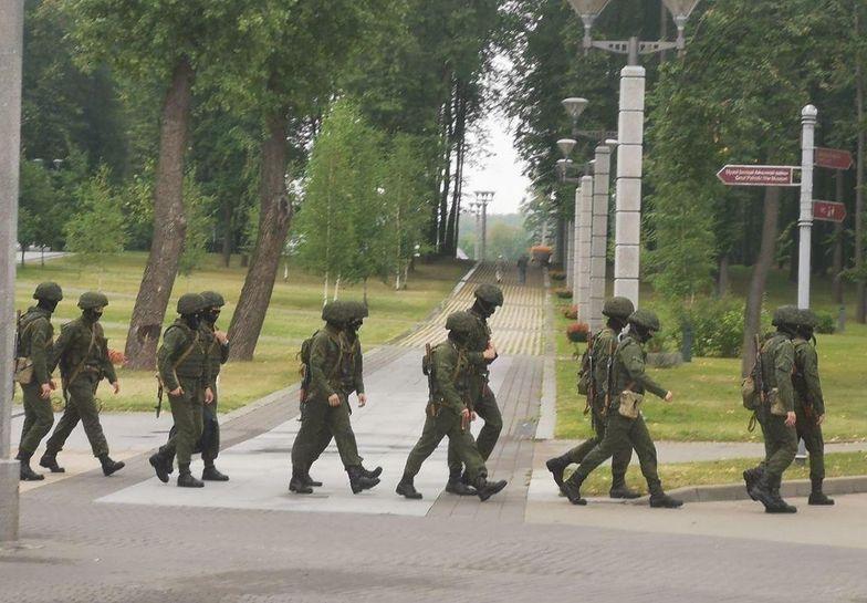 Białoruś. Sytuacja się zaostrza. Armia, druty kolczaste i armaty wodne