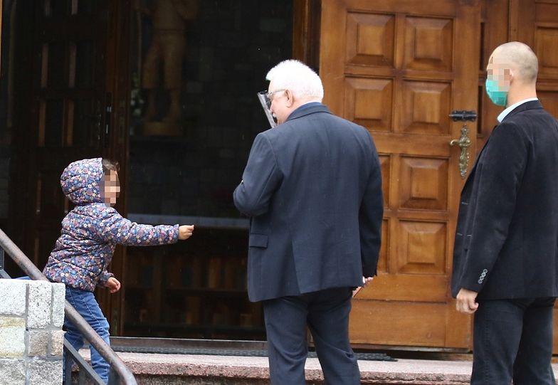 Ale scena pod kościołem! W rolach głównych Wałęsa i mała Cyganka