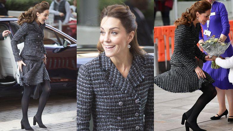 Zakręcona Kate Middleton zmaga się z psotnymi podmuchami wiatru w trakcie wizyty w dziecięcym szpitalu (FOTO)