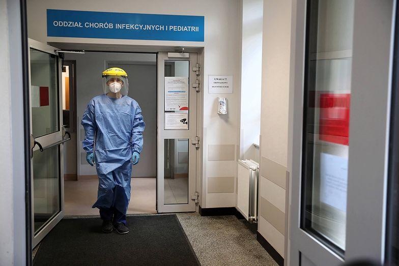 """Lekarzom z krakowskiego szpitala odmówiono wypłaty dodatku za pracę """"na wyłączność""""."""