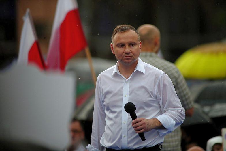 Nowy sondaż prezydencki. Andrzej Duda i Rafał Trzaskowski idą łeb w łeb