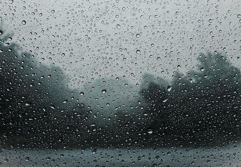 Pogoda na piątek. Polska zostanie przykryta chmurami. Dużo deszczu