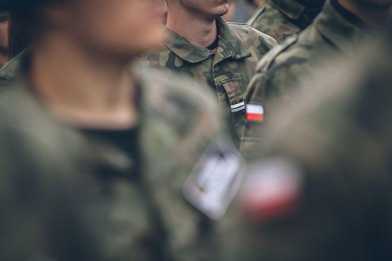 Polskie wojsko szuka rezerwistów, szczególnie wśród tych, którzy przez koronawirusa nie mają pracy.