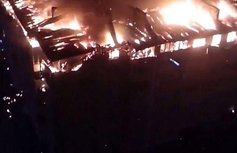 Rosja. Potężny pożar bloku. Nagrania są przerażające
