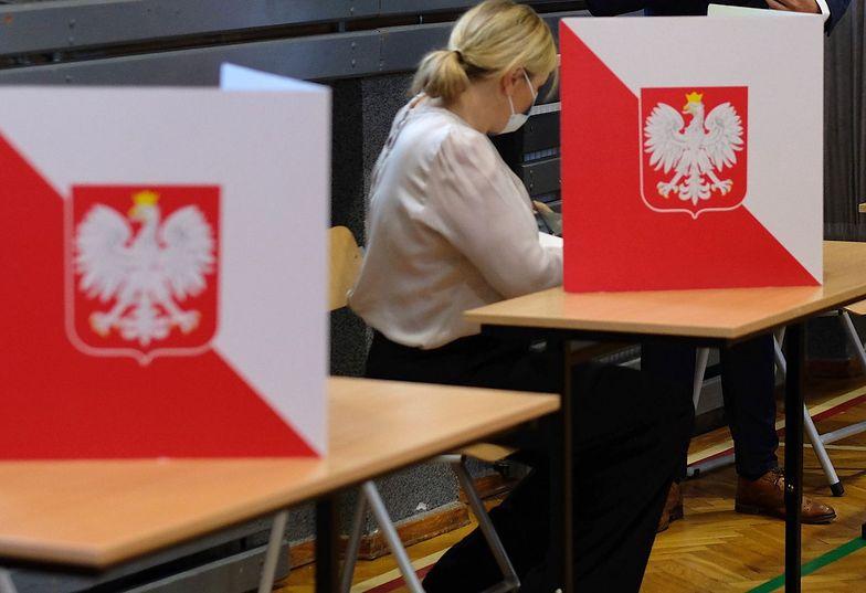Wybory 2020. Wynosiła karty do głosowania. Awantura w komisji w Krakowie