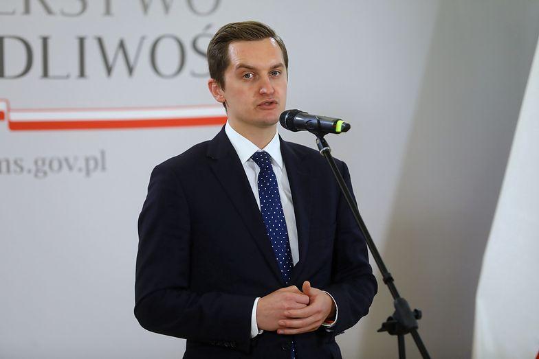"""""""Dzika reprywatyzacja w Warszawie odchodzi do przeszłości"""". Prezydent podpisał ustawę"""