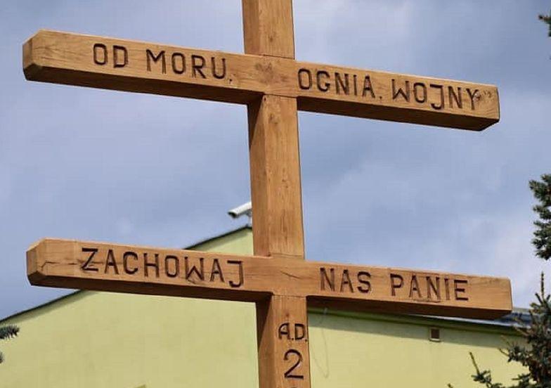 W Wierzbicy stanął krzyż odganiający koronawirusa