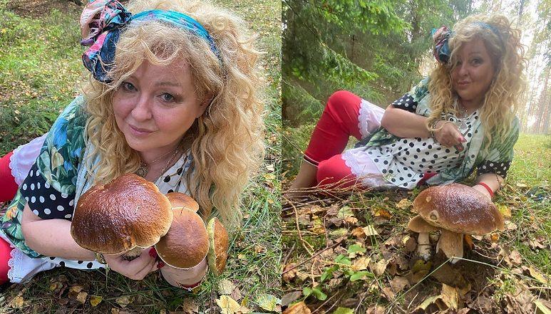 """Rozpostarta na ściółce GRZYBIARA Magda Gessler pozuje z naręczem dorodnych borowików: """"Torturujcie mnie, a nie powiem"""""""