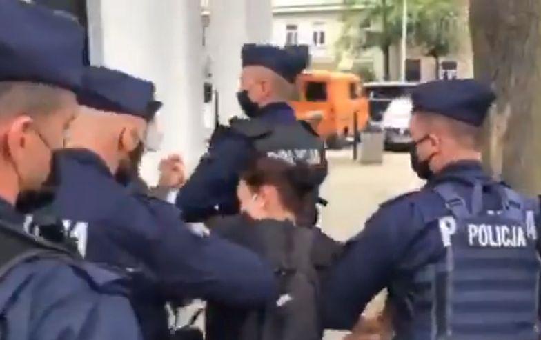 Dramatyczne nagranie z Suwałk. Zwolenniczka opozycji na wiecu Andrzeja Dudy