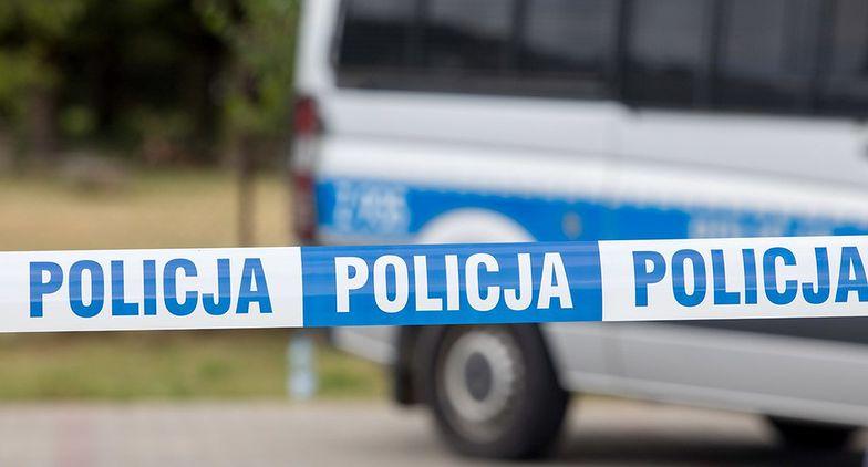 Mężczyzna zabił 85-letnią matkę. Żona oraz córka zdążyły uciec przez okno