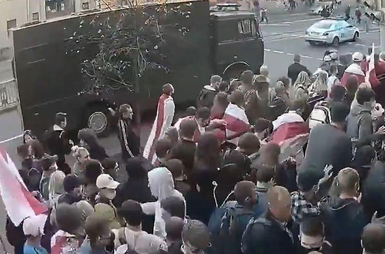 Nagle podjechała ciężarówka. Przerażające nagranie z Białorusi