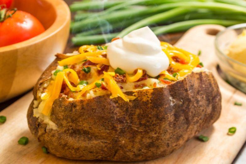 Przepis na nadziewane ziemniaki. Pyszne i sycące danie na gorąco
