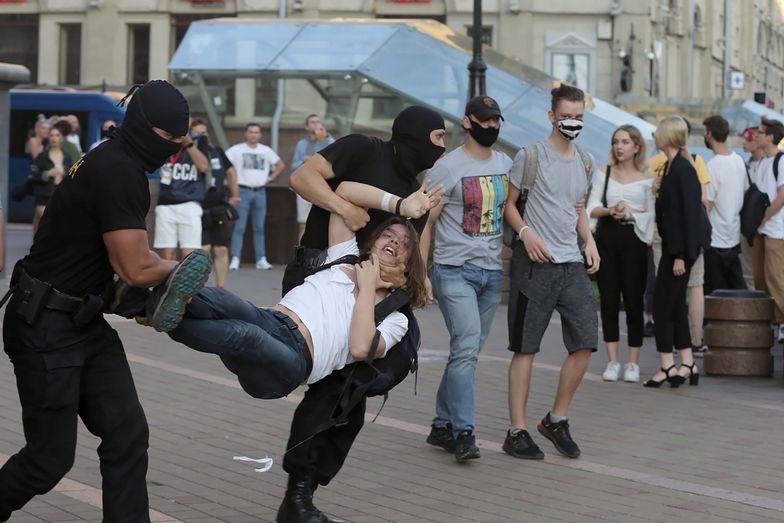 Zamieszki i zatrzymania na ulicach Mińska.
