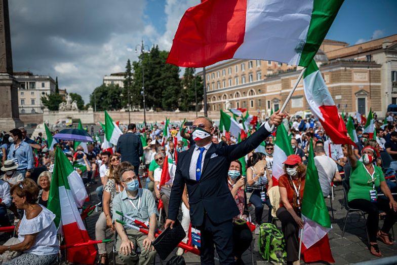 Koronawirus. Włosi mają dość. Protestują przeciwko nowym obostrzeniom