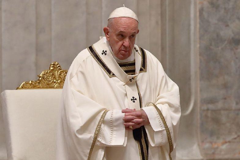 """Papież Franciszek określił whisky jako """"prawdziwą wodę święconą"""""""
