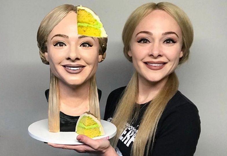 Ta głowa z lewej to... ciasto! Niesamowite, co wyczynia 35-latka. Nagranie robi furorę