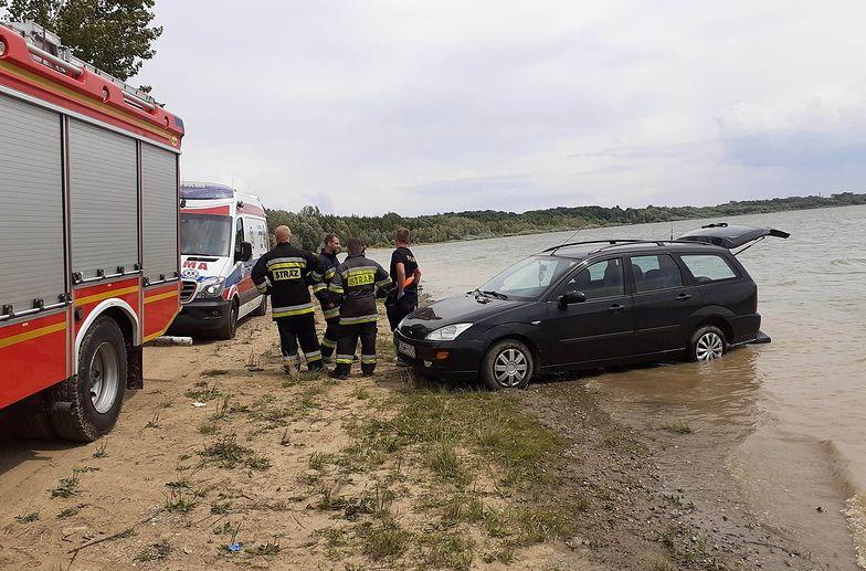 Dolnośląskie. Auto bez kierowcy przejechało po opalającej się na plaży kobiecie