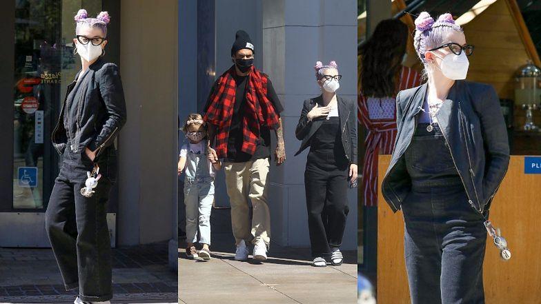 Szczuplejsza o 40 kilogramów Kelly Osbourne buszuje w sklepie dla lalek z chłopakiem i jego córeczką (ZDJĘCIA)