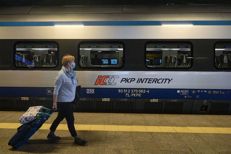 Koronawirus w Polsce. Absurdalna sytuacja w PKP Intercity. Pokazał zdjęcia z pociągu