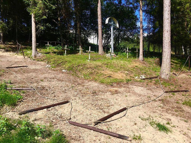 Małopolska. Zdewastowali cmentarz, a na końcu zrobili to. Zdjęcia