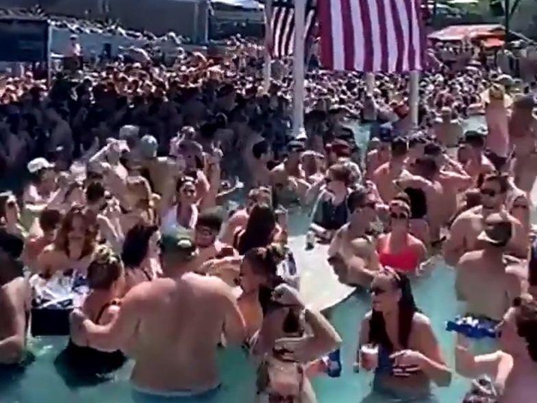 W miejscach rekreacyjnych w USA zbierają się tłumy
