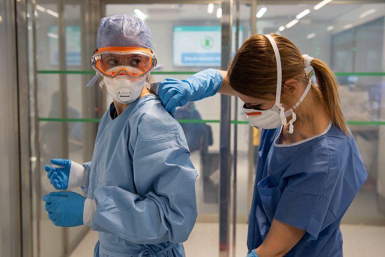 Koronawirus w Polsce. Łapanka na lekarzy i pielęgniarki