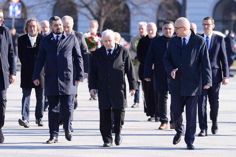 Postawa polityków w trakcie 10. rocznicy katastrofy smoleńskiej jest szeroko komentowana